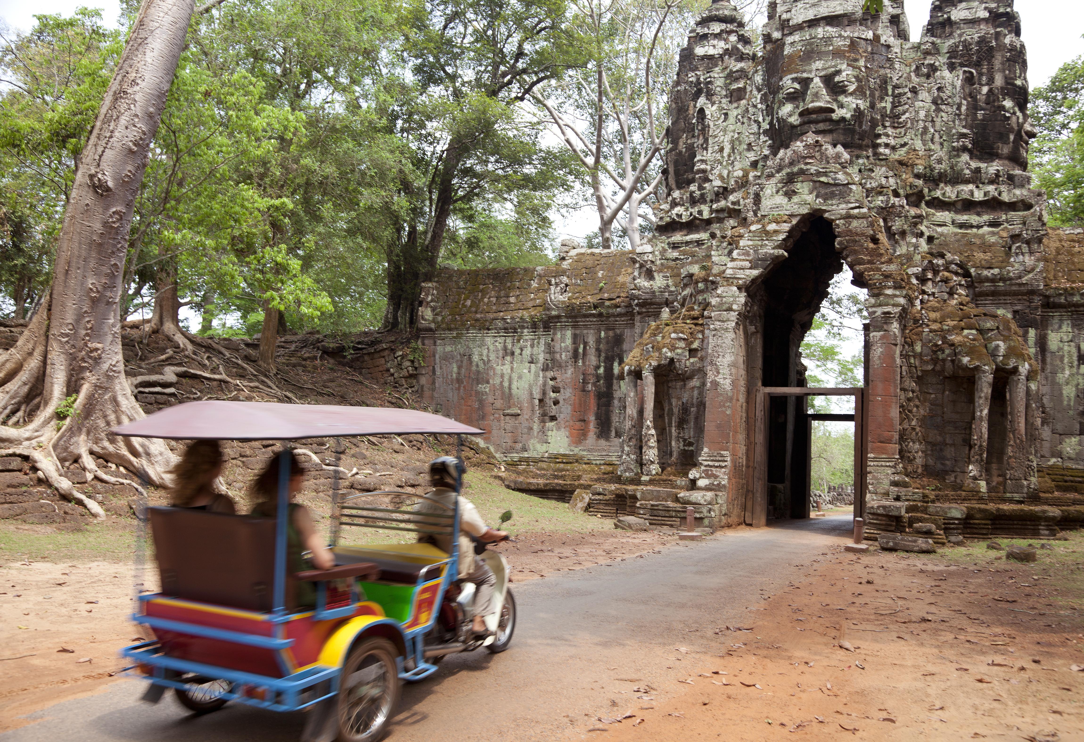 Kambodscha Individualreise -Aktivreise Vietnam Kambodscha -TukTuk Fahrt durch die Tempelanlage - Angkor Wat