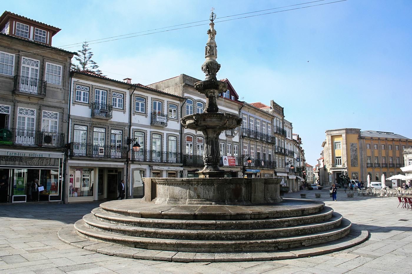 Brunnen in der Altstadt Viana do Castelo