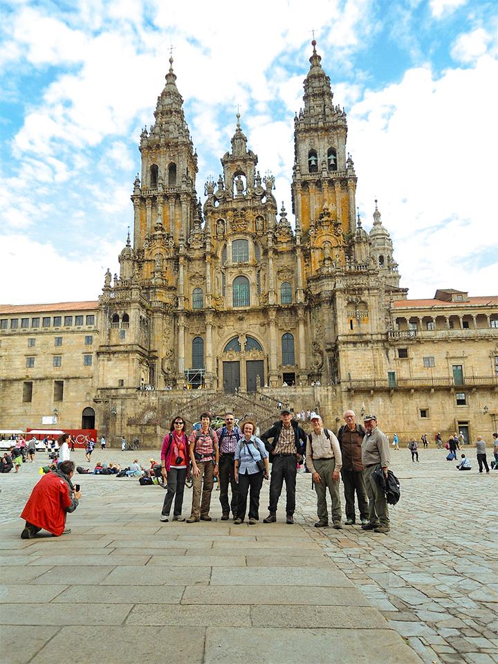 Pilgergruppe vor der Jakobuskathedrale in Santiago