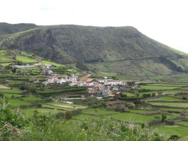 Flores_Dorf Mosteiros